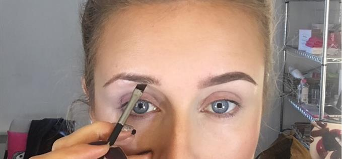 Create a rounded brow with gel