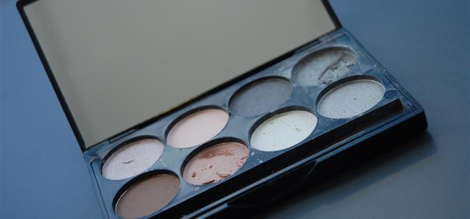 Eyeshadow palette £2