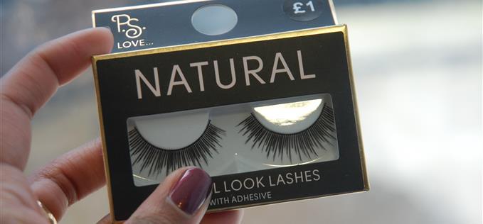 Natural eyelashes £2