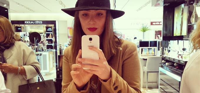 Lauren tries a Clinique Pop lipstick