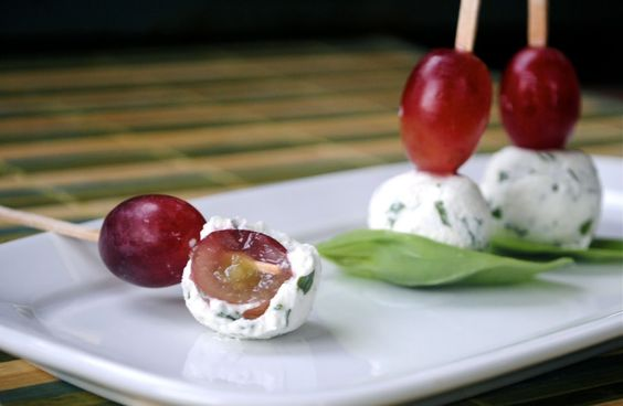 Goats cheese and grapes