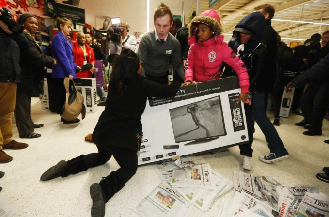 Shoppers fighting over TVs in 2014