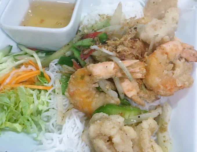 Stir-fried vermicelli with salt and pepper squid, prawns and fish sauce