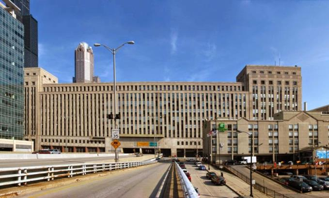 The massive old post office HQ in Chicago stayed empty after Davies bought it