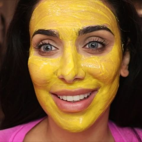 Huda Beauty with a tumeric face masks