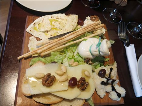 Cheese_Course_With_Musica_Bread[1]