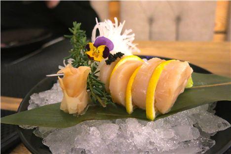 Sashimi scallops